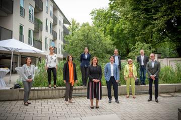 Gruppen beim Besuch der Bürgermeisterin Verena Dietl in der GWG-Hausverwaltung Au